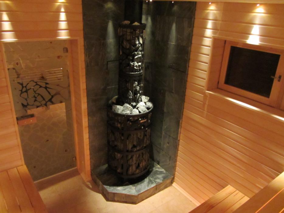 Печь Harvia Legend 240 DUO. Облицовочная плитка из талькохлорита. Дверь с фьюзингом Альдо Морское дно.